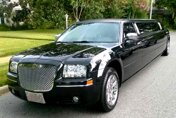 Akron Ohio Chrysler 300 Limo